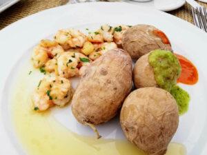 Kartoffeln, Garnelen und zweierlei Soße