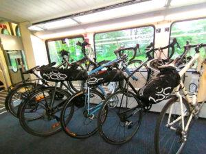 Fahrräder im Zug