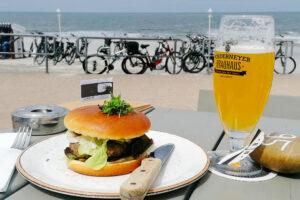 Ein Burger und ein Bier